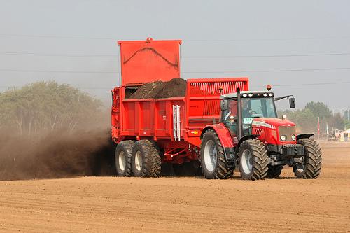 Навоз - Внесение навоза в почву